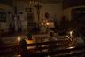 Служба идет при свечах, и это никак не связано с религией. В городе снова нет электричества — аварийные работы продолжались почти 30 часов.