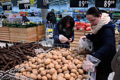 Жители России  стали менее  думать оценах из-за низкой инфляции ироста доходов