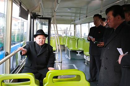 Ким Чен Ынпрокатил свою супругу поночной столице нановом троллейбусе