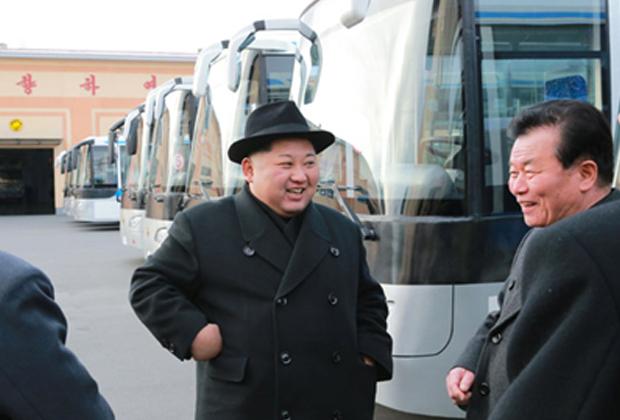 Ким Чен Ынпрокатился с женой поночному Пхеньяну
