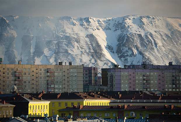 Виды Норильска во время полярного дня