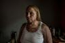 Каждые 18 часов в Аргентине убивают одну женщину. Начиная с 2015 года по стране прокатилась волна жестоких расправ над женщинами: одних сжигали  заживо, других рубили на куски мачете. Чудовищные преступления всколыхнули страну и активизировали феминистское движение. Против гендерного насилия выступил и фотограф Карл Манчини. В фотосерии «Не меньше» он рассказал об ужасах, с которыми сталкиваются латиноамериканки.