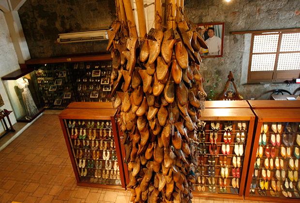 В музее обуви имени Имельды
