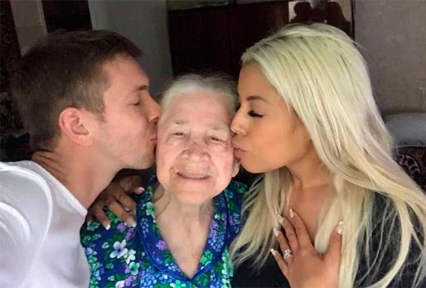 Лус Абреу, Алексей Маетный и его любимая бабушка