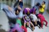 Девушки репетируют танец, который им предстоит исполнить на Рождественском празднике. Танцуют они с удовольствием, хотя местами и немного неумело.