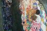 Эротизм и смерть — главные темы, которые волновали Климта и которые он противопоставлял. Если в «Надежде I» на фоне черепа и черных пятен оказывается светлое лицо беременной женщины, не замечающей мрака, то здесь темной смерти противопоставлена единая масса обнаженных тел, сливающихся в неге и окруженных яркими узорами.