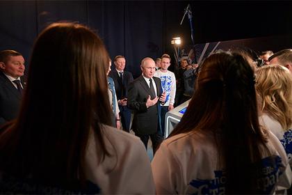 Владимир Путин (в центре)