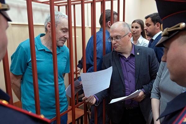 Виктор Захарченко (слева)