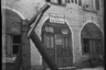 Огороженное проволокой здание немецкой комендатуры на Красной улице в Гатчине. Ленинградский фронт, 1943 год.