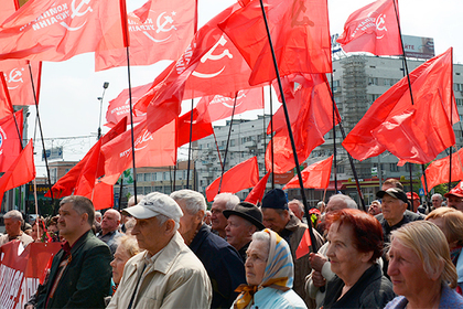 Украинцы записались вкоммунисты игеи ради укрытия вевропейских странах