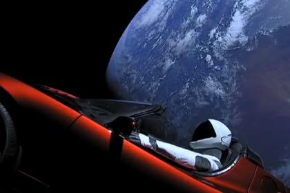 Илон Маск показал последнее фото запущенного в космос автомобиля