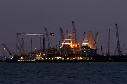 Мост в Крым строит многотысячная команда