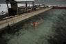 Бассейн с горячей водой из термального источника, расположенный в 25 километрах от Южно-Курильска, на побережье Тихого океана. Говорят, что, когда острова принадлежали Японии, здесь были императорские купальни, но потом постройки были разбиты штормами.