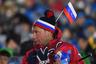 Российская сборная в декабре 2017-го была отстранена от участия в Играх. На Олимпиаду приехала команда «Олимпийских атлетов из России». Спортсмены прошли на параде под олимпийским флагом, который вынесла волонтер.