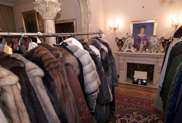 Шубы первой леди продали на аукционе за 250 миллионов долларов.
