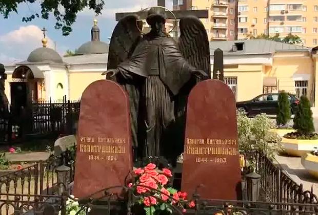 Могилы Отари и Амирана Квантришвили на Ваганьковском кладбище Москвы