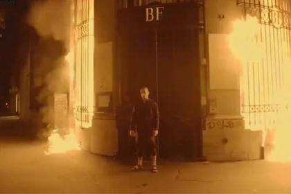 Французский суд продлил арест устроившему поджог Банка Франции Павленскому