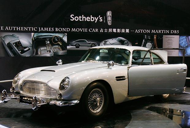 На аукцион в 2010 году выставили оригинальный Aston Martin DB5, которым Шон Коннери управлял в двух фильмах Бондианы: «Голдфингере» и «Шаровой молнии»