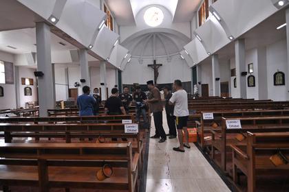 Индонезиец с мачете устроил резню в церкви