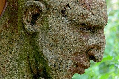 """Похитители """"с силой Геркулеса"""" унесли статую Марса вместе с постаментом"""