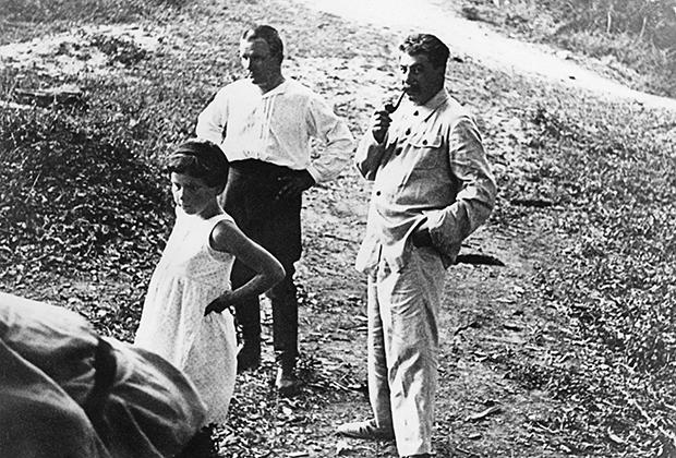 Светлана Сталина, Сергей Киров и Иосиф Сталин на отдыхе. 1934 год