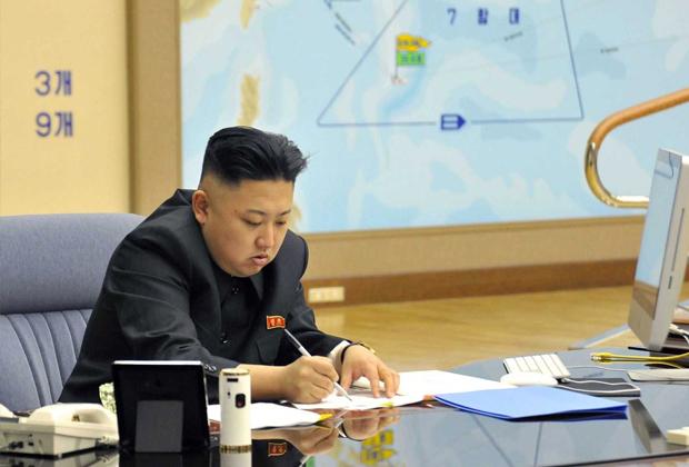 Ким Чен Ын за компьютером Mac