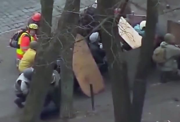 Протестующие на Майдане скрываются от снайперов