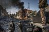 В начале июля после нескольких месяцев боевых действий иракское правительство объявило, что город Мосул полностью освобожден от террористов. Однако в разных районах города конфликт продолжался. Во время битвы за Мосул были убиты тысячи мирных жителей, а крупные районы города превратились в руины.