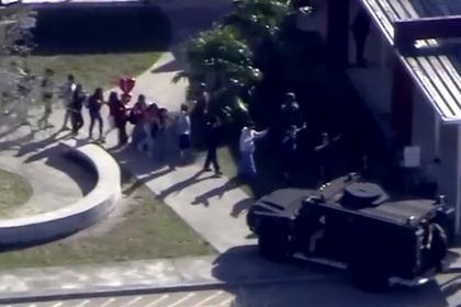 Число жертв стрельбы в школе Флориды возросло до 17
