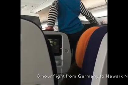 «Демонический» ребенок 8 часов терроризировал пассажиров