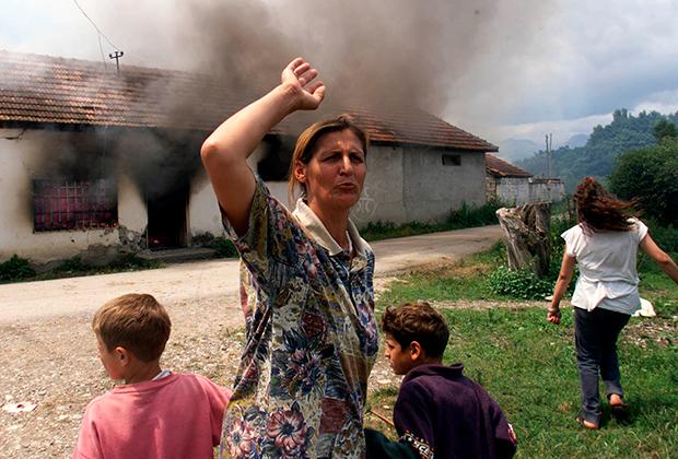 Многие сербы предпочли сжечь дома, только чтобы они не достались албанцам