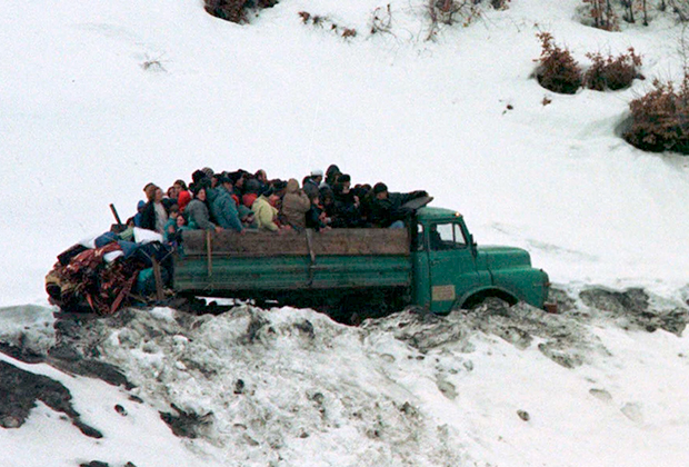 Беженцы-албанцы на границе Косово и Черногории