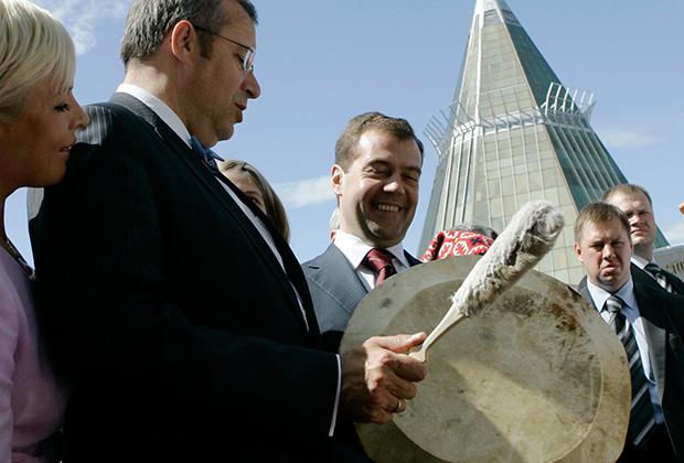 Президент Эстонии Тоомас Хендрик Ильвес и президент России Дмитрий Медведев на V Всемирном Конгрессе финно-угорских народов. Ханты-Мансийск, 2008 год