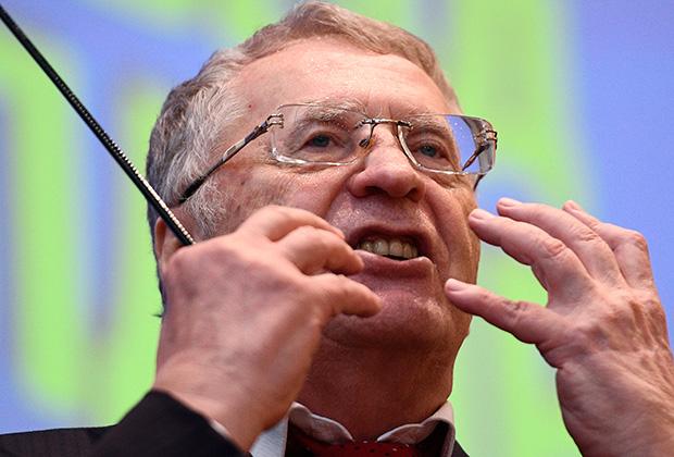 Владимир Жириновский жалуется, что он объехал 20 городов, пообщался с народом, распространил миллионные тиражи партийной литературы, а рейтинг только падает