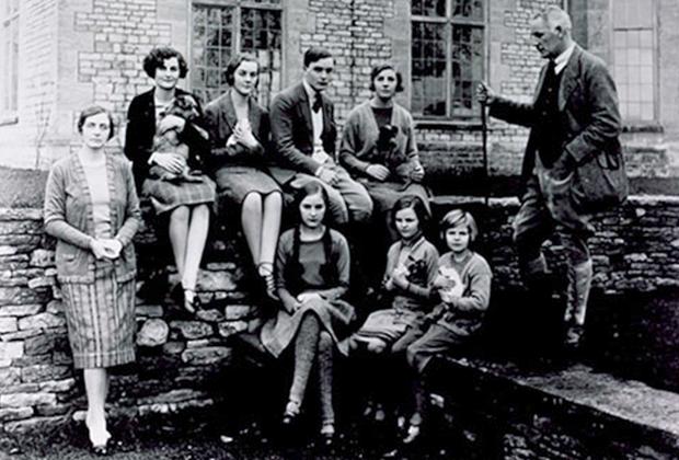 Семья Митфорд, 1929