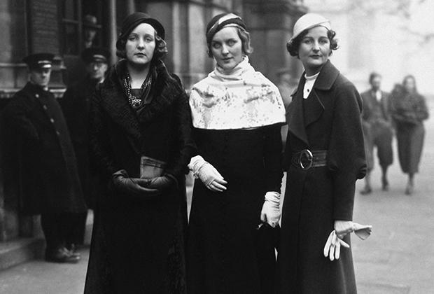 Слева направо: Юнити Митфорд, Диана Митфорд и Нэнси Митфорд