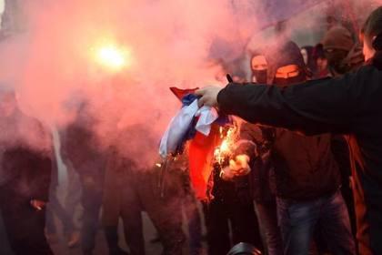 Украинские радикалы разгромили здание Россотрудничества