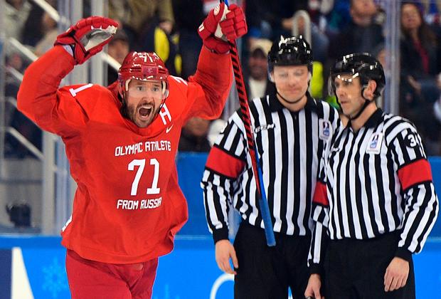 Илья Ковальчук (Россия) радуется забитой шайбе в матче Россия — США по хоккею среди мужчин группового этапа на XXIII зимних Олимпийских играх