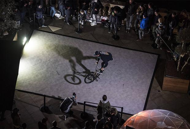 Перед забегами свое мастерство марсельской публике продемонстрировал француз Матиас Дандуа, который входит в число топовых мировых BMX-райдеров в дисциплине Flatland. Он исполнил несколько трюков на специально подготовленной площадке.