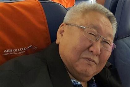 Помощник главы Якутии оскорбил стюардессу и устроил дебош в самолете