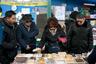 Побывавшие на рынке туристы рассказывают, что путешественникам непременно стоит зайти на Чунан. По их словам, там можно найти уличную еду на любой вкус: от экзотичного мяса до сладких десертов.