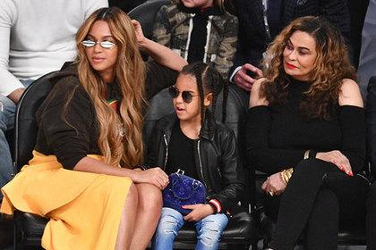 Шестилетнюю дочь поп-звезды заметили с сумкой Louis Vuitton за 100 тысяч рублей