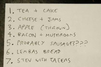 Англичанин приготовил блюда из «Властелина колец» и ел их одновременно с героями