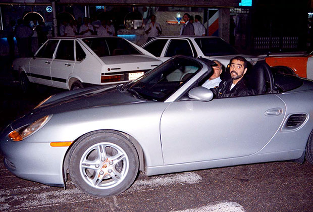 Старший сын Хусейна Удэй Саддам Хусейн ат-Тикрити в своем кабриолете Porsche