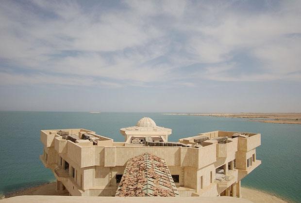 Дворец Хусейна Макар-эль-Тартар на озере Тартар (2003)