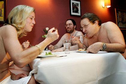 Гостям европейского заведения предложили поужинать голыми