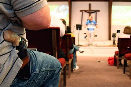 В США верующих попросили прийти с оружием на церковную службу