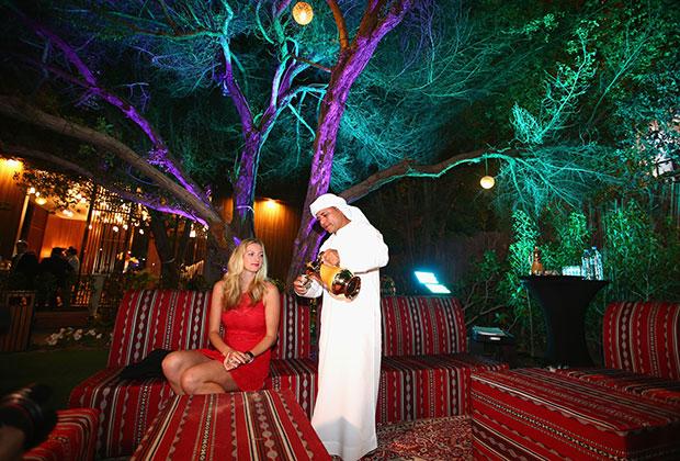 Часто девушки теряют связь с реальностью и не осознают, что за расточительность и щедрость арабов придется платить — причем по местным тарифам.
