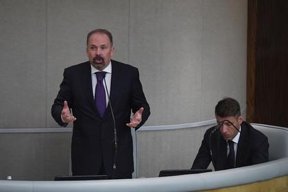 Глава Минстроя России Михаил Мень на заседании по проблемам обманутых дольщиков