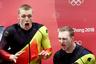 Твое лицо, когда разогнал боб как следует. Немецкие бобслеисты только что выиграли золото в соревнованиях двоек.
